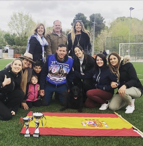 Residencia Canina CCAM99 - FAMILIA MENCHERO